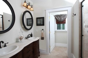 16 Maple Ave master bath